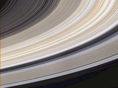 Saturno, i suoi anelli e le sue lune
