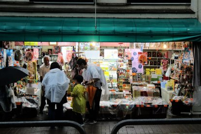 Un magasin de souvenirs au pied du Mont Takao