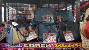 Il y a aussi des sacs à 200€.