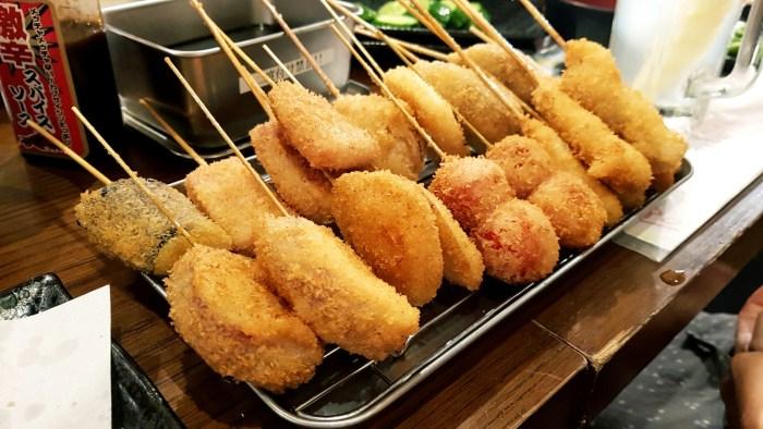 Kushikatsu, les petites brochettes panées d'Osaka