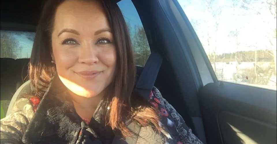 """Heidi Pakarinen Seiskassa: """"Vihaan sinkku-sanaa"""" – nauttii elostaan soolona"""