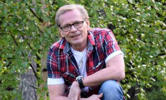 """Kake Randelin Ilta-Sanomissa naisfaneistaan: """"Kyllä kannikastani saa kiinni ottaa"""""""