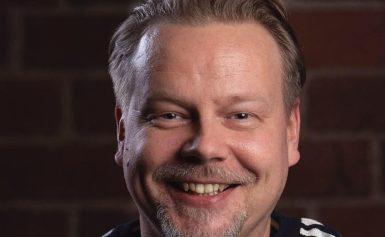 """Finlanders-vuosipäiväänsä viettävä Pasi iloitsee: """"Tanssimuusikkona voi yhä tienata leipänsä"""""""