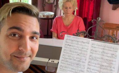 """Benjamin Enroth haki lauluoppia Espanjasta: """"Sain vinkin Sillanpäältä"""" – tangohaave elää"""