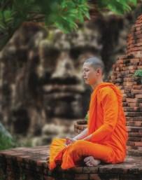 Ashrama: en el hinduismo, son las cuatro etapas de la vida basadas en la edad, o ashramas.