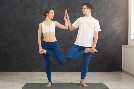 Asanas en pareja, una forma de compartir Hatha Yoga