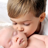 8 pasos para gestionar los celos ante la llegada de un hermanito