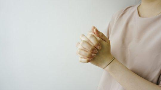 girl wearing pink tshirt