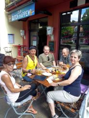 In Basdorf Einkehr zur Stärkung/Mittagessen, dann auf Radweg weiter nach Schönwalde