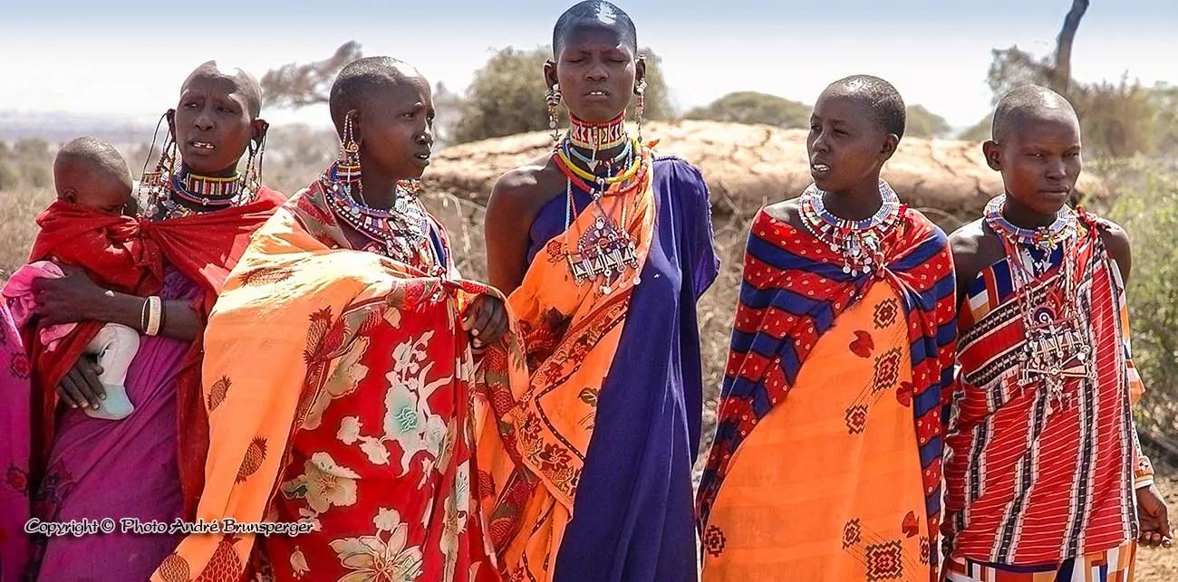 Femmes Masaï lors d'une cérémonie de mariage voyage de noces en Tanzanie