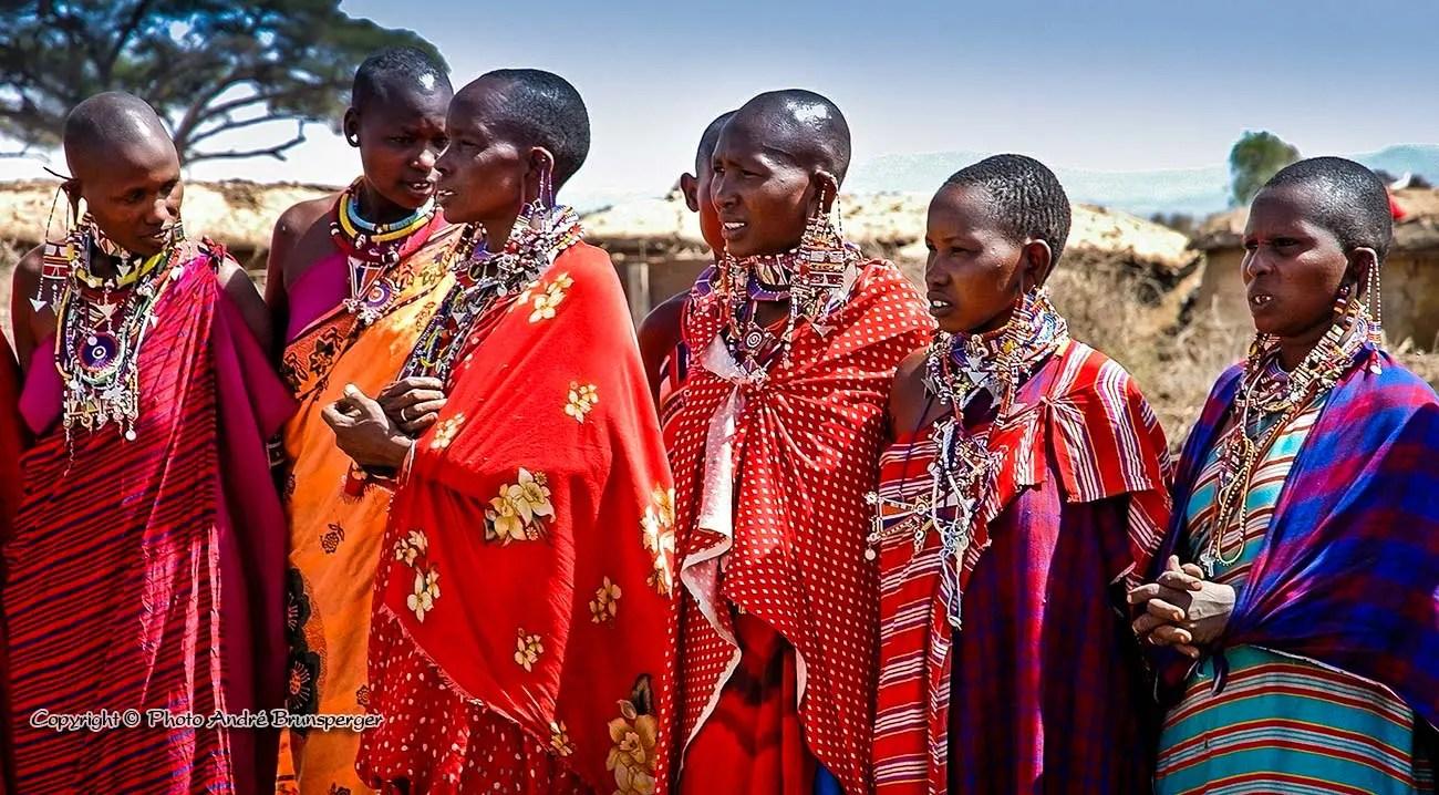 Ethnie Masai pendant un safari à moto en Tanzanie