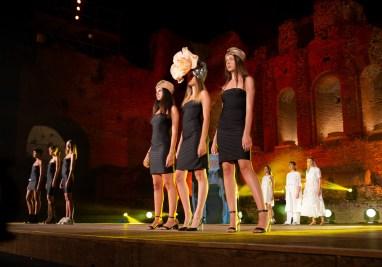 Contemporary Fashion Ara Lumiere