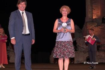 La scrittrice Manuela Diliberto premiata dall'imprenditore Giovanni Leonardo Damigella