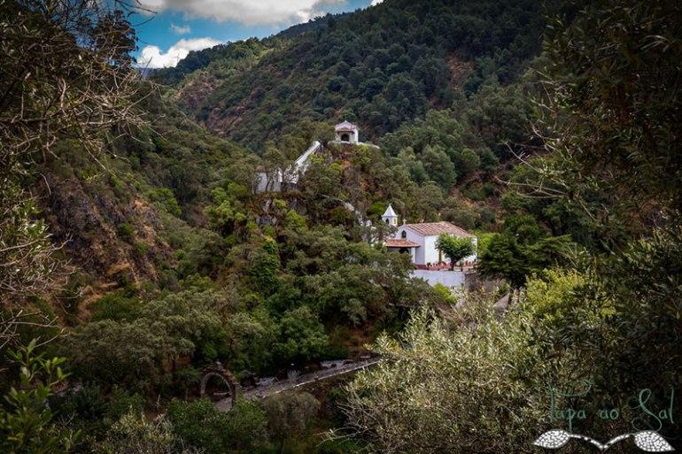 No alto vimos o Santuário de Nossa Senhora da Piedade
