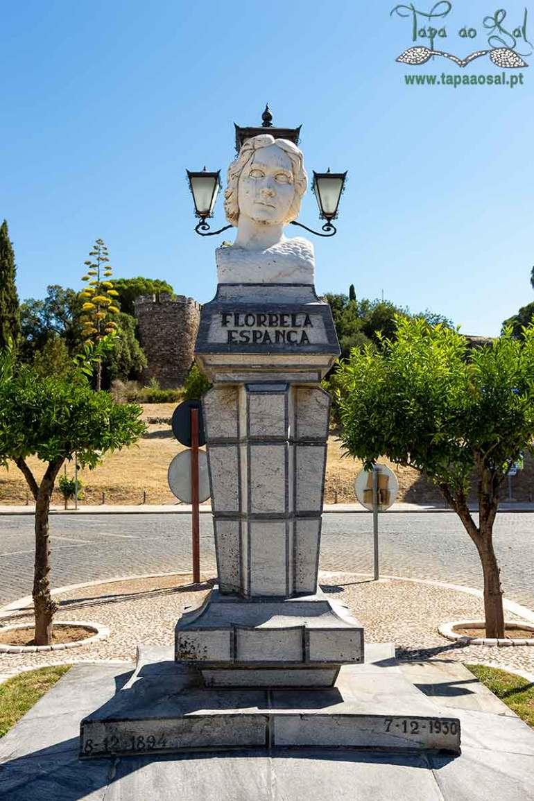 Estátua da florbela espanca