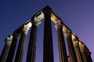 Templo Romano, em Évora, um dos ex-líbris da cidade.