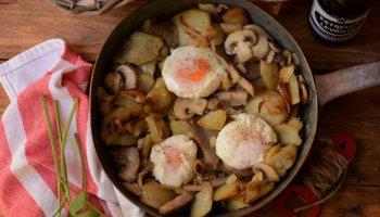 patatas huevo frito y champiñones