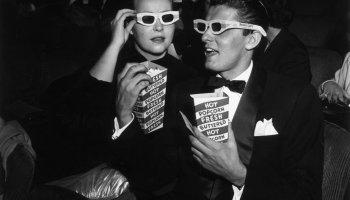 El actor Keefe Basselle y Norma comiendo palomitas