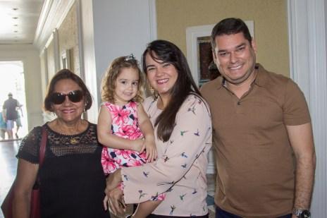 Lina Teles, Maria Eduarda, Karine Teles e Romeu Costa (1)