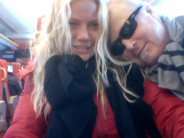 På planet hade vi sällskap av Zoey 3 månader och hennes Mamma Sandra Hallå  Köja Fjällhotell i Edsåsdalen! Tina Riporna och lägg Renfilén i Marinad för  nu ... a496d8d9a09a6