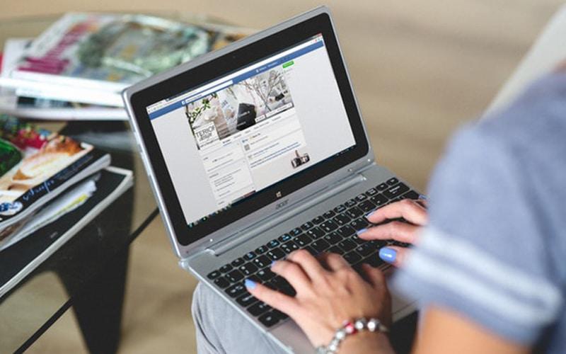 1_0029_hands-woman-laptop-notebook