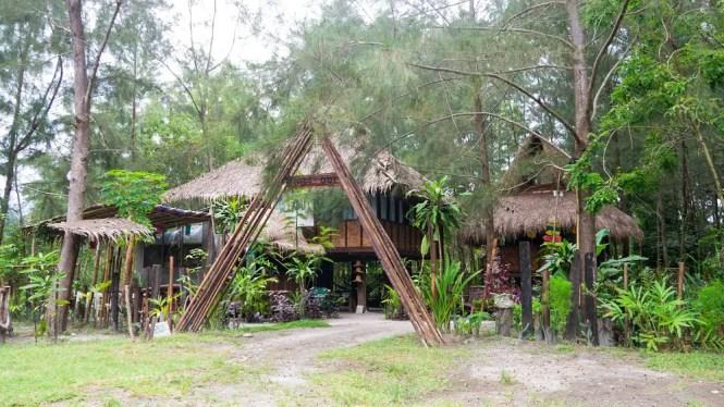 Hideout Guesthouse, Zambales