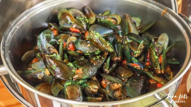 D Banquet buffet menu: spicy mussels