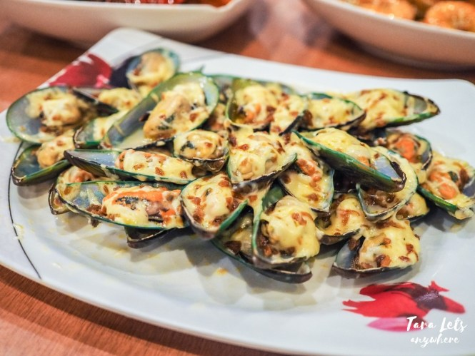 Seaside Daang Hari dampa - cheesy baked mussels