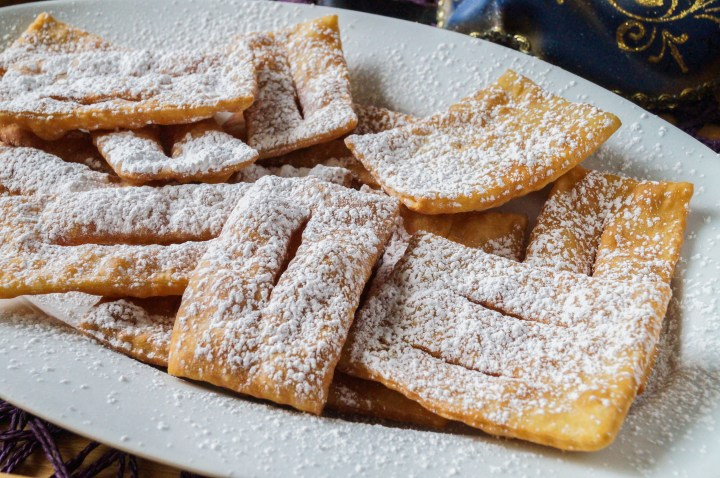 Chiacchiere (Italian Fried Pastries)