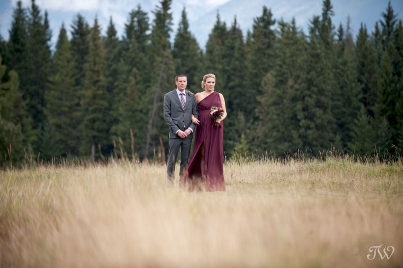 bridal party arrives at Quarry Lake wedding in Canmore captured by Tara Whittaker