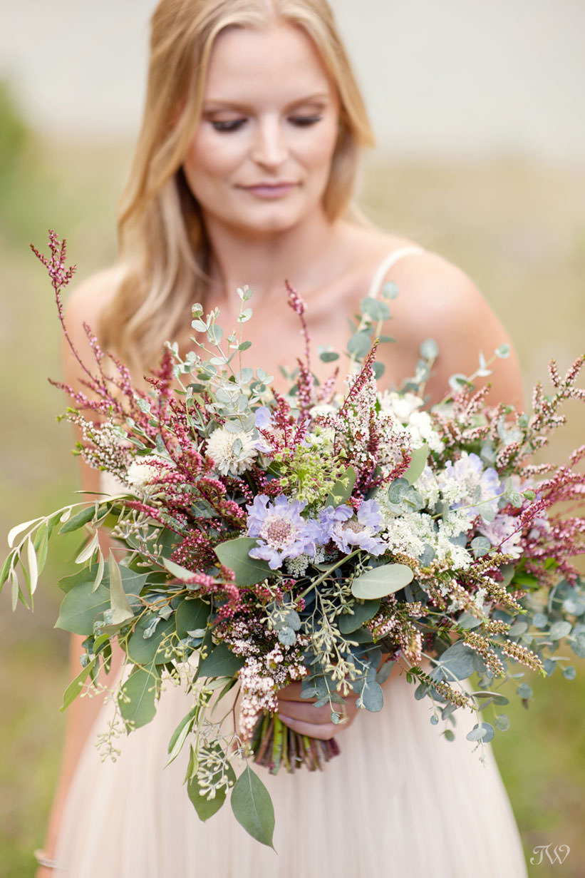 Loose blooms for a mountain bride in this feature of best bridal bouquets by Tara Whittaker Photography