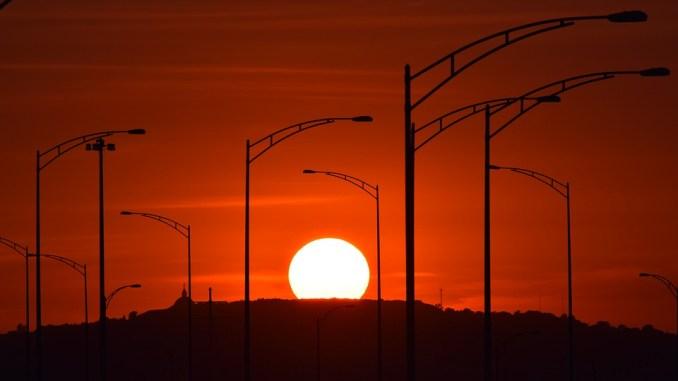 Météo Tarbes. soleil et 22 degrés jeudi après midi