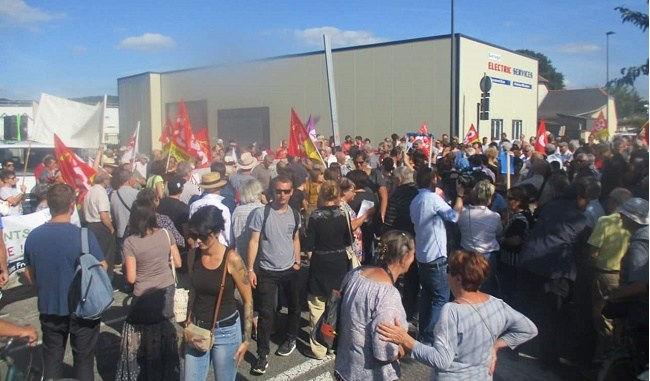 300 manifestants contre le mur de Séméac