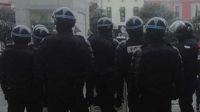 Violences entre Gilets jaunes et policiers à Tarbes samedi soir