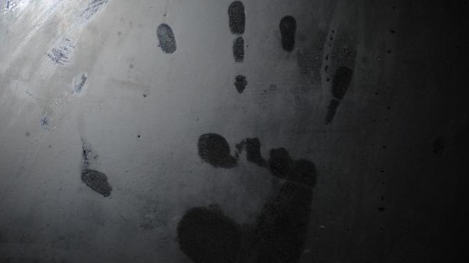 Une femme découverte mourante, bâillonnée et les mains liées