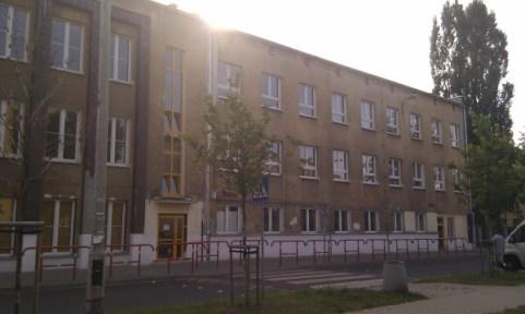 Dziś liceum im. Lisa-Kuli wygląda tak... / fot. www.targowek.info