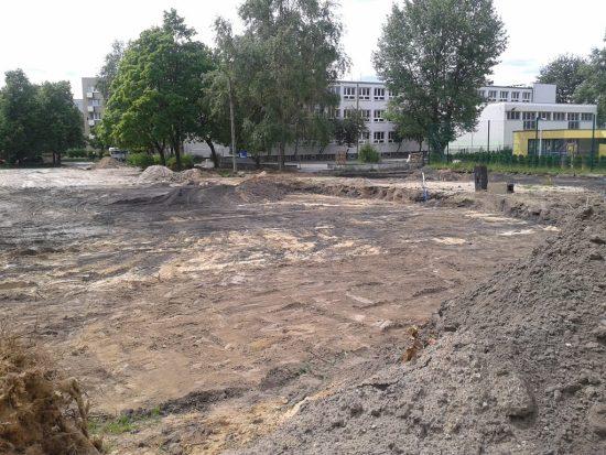 """Tak wygląda dziś """"boisko"""" przy szkole nr 275 na Bródnie /fot. targowek.info"""