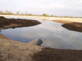 Tą rurą woda wpływa do jezioro z Kanałku Bródnowskiego / fot. targowek.info