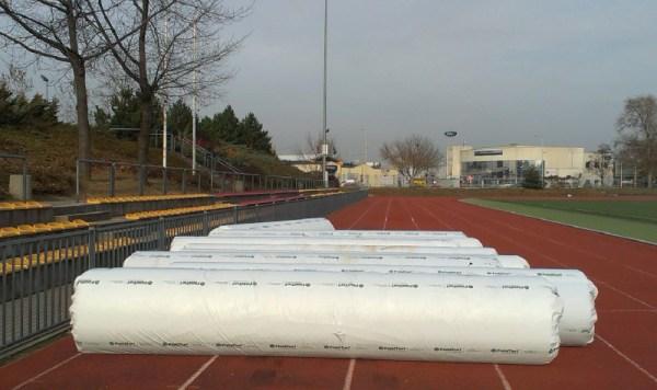 Wkrótce rozpocznie się układanie nowej trawy / fot. targowek.info