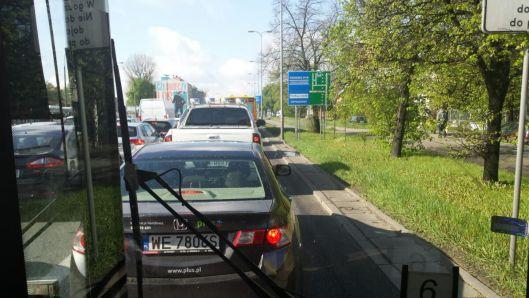 Buspas widziany ze stojącego w korku autobusu /fot. targowek.info