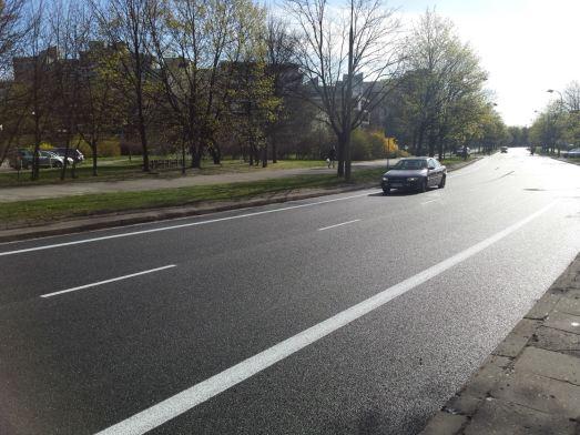 Pas rowerowy na ul. Ossowskiego – jeszcze oficjalnie nie oddany do użytku / fot. targowek.info