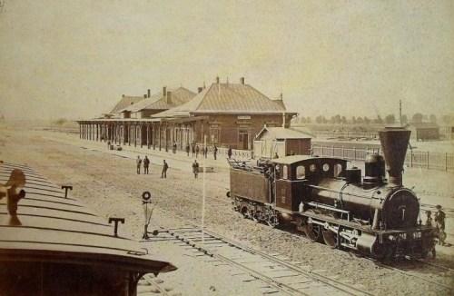 Nowiutki Dworzec Warszawa-Praga w 1877 roku, na zdjęciu autorstwa Maksymiliana Fajansa