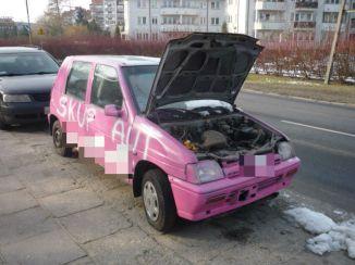 wrak_reklamujący_skup_samochodów_2