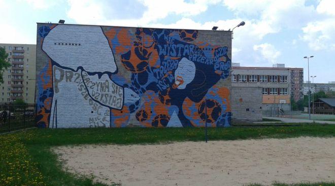 Mural na gimnazjum przy Krasiczyńskiej / fot. targowek.info
