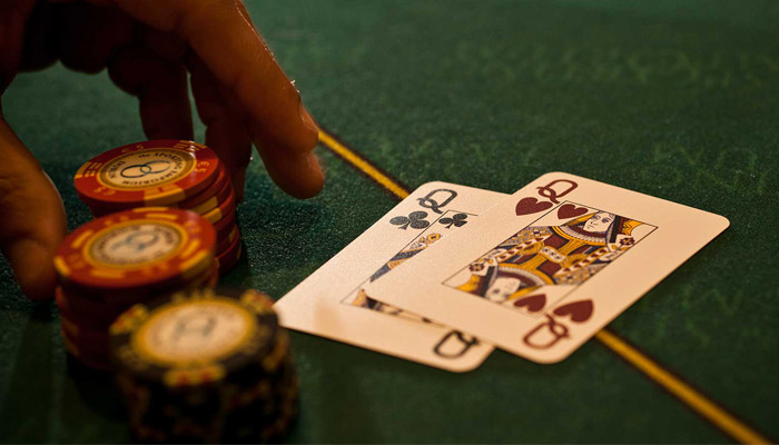 Kiat Menggertak dalam Poker Online