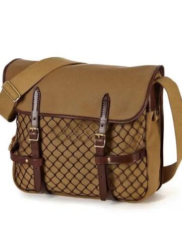 Die in khaki Farben gehaltene Brady Sutherland Tasche mit Netztasche vorne.