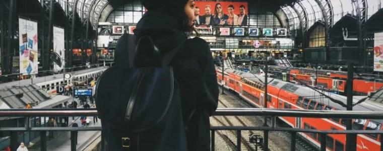 Frau im Shop beim shoppen