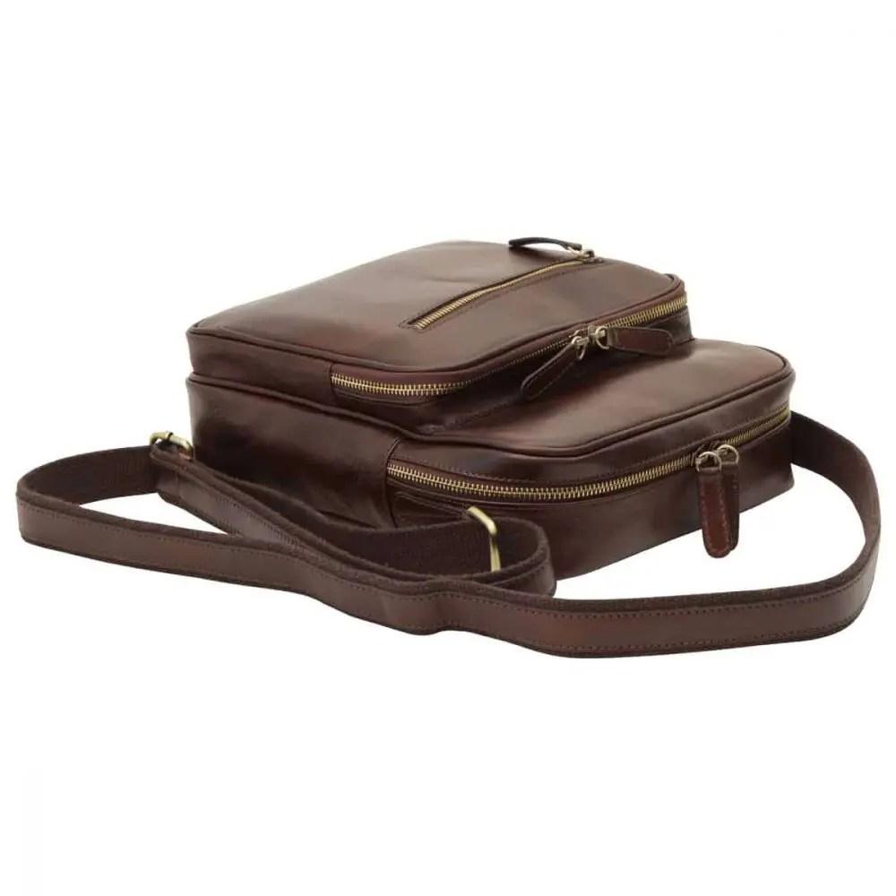 Liegende kleine Laptoptasche aus Leder dunkelbraun