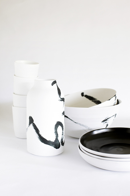 andre-davidoff-white-and-black-squiggle-ceramics