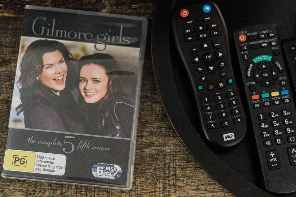 marathoning the gilmore girls these holidays